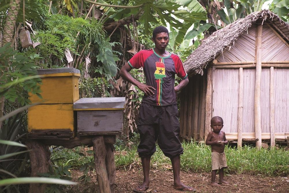 Luxury Indian Ocean Laribees Jeune malgache devant ses ruches
